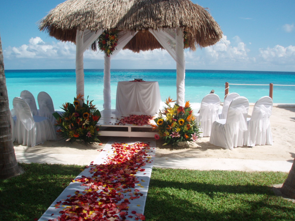 Flamingo_Cancun_Beach_white_gazebo.jpg